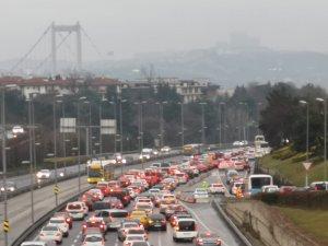 İstanbul'da pazar kısıtlamasına saatler kala trafik yoğunluğu