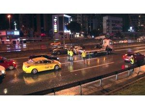 E-5'te ilerleyen alkollü sürücü kazaya neden oldu: 2 yaralı