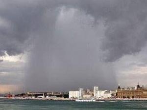 Üsküdar Belediyesi yağmur anını paylaştı