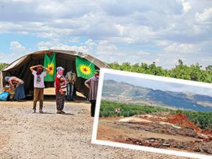 PKK ulaşıma kapattığı Diyarbakır Bingöl yoluna çadır kurdu