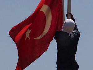 9 yılda bir bayrak krizi yaşanıyor!