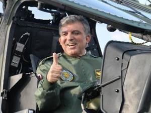 Abdullah Gül Twitter'dan Türk helikopterini paylaştı