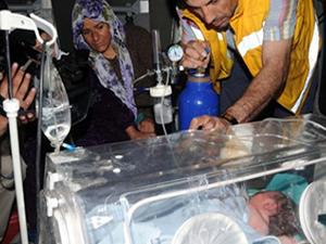 PKK bebeğin bulunduğu ambulansa yol vermedi!