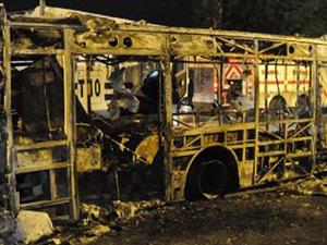 Otobüsü ateşe verdiler