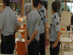 Pizzayı beğenmeyen polis işyeri müdürünü silahla yaraladı