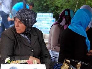 Çocukları kaçırılan ailelerin oturma eylemi devam ediyor