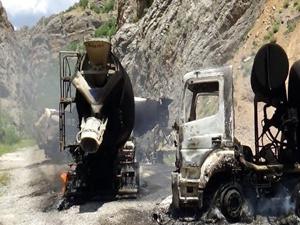 Terör örgütü PKK 5 araç yaktı