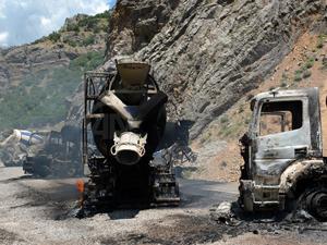 Tunceli'de 5 mikser teröristlerce yakıldı