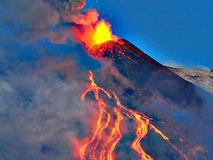 Etna yanardağı tekrardan lav saçıyor