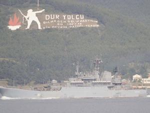 Boğaz'dan 2 savaş gemisi geçti