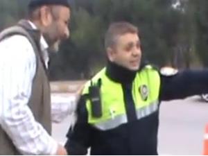 Polisle birlikte trafik kontrolü yaptı
