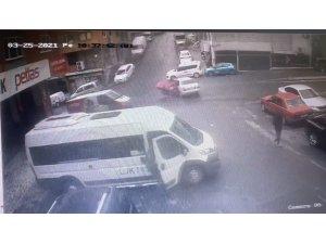 İstanbul'da motosikletli kuryenin yaşadığı kaza kamerada