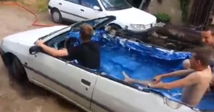 Arabayı havuza çevirdiler