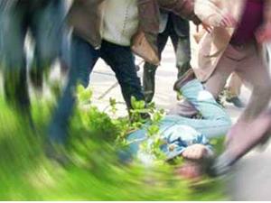 Tecavüzcüyü döverek öldürdüler