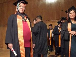 8 aylık hamileyken mezun oldu