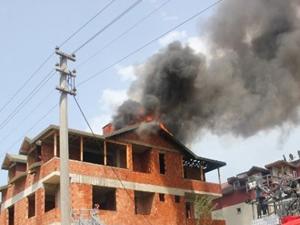 3 katlı bina yandı