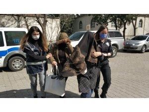 Kapısını açıp girdikleri evde ev sahibine yakalanan hırsızlar gözaltına alındı