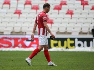 Sivasspor'da kaptan Hakan kırmızı kart gördü!