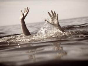 Boğulma tehlikesi geçiren kardeşler yaşam savaşı veriyor