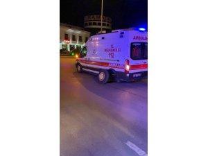 Seyir halindeyken tekeri çıkan ambulans kavşakta mahsur kaldı