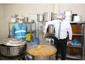 Akçaabat'ta Ramazan'da ihtiyaçlı aileler için iftar yemeği hazırlanıyor