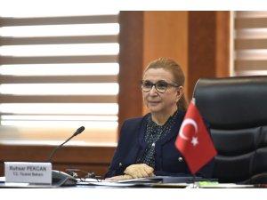 Bakan Pekcan, KKTC Maliye Bakanı Oğuz ile bir araya geldi