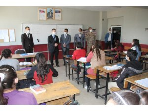 Kaymakam Demirer'den köy okuluna ziyaret