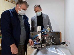 Sanayici istedi, akademisyenler birçok sektörde kullanılan makine tasarladı