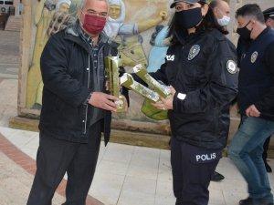 Havran'da polisin dağıttığı fidanlar toprakla buluştu