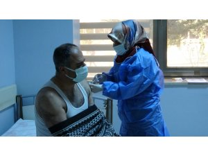 Van'da iftar sonrasında da korona virüs aşısı yapılıyor