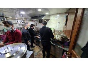 Lokanta ve turizmci esnaflardan vatandaşlara iftar yemeği