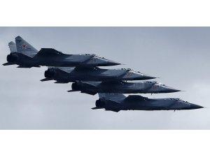 Rusya, ABD ve Norveç uçaklarını engelledi