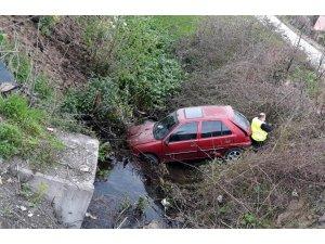 Samsun'da otomobil su kanalına uçtu: 2 yaralı