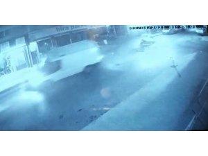 Ümraniye'de hafif ticari araçla ticari taksi çarpıştı: 2 yaralı