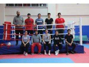 Elazığ'da boksörler oruçlarını tutup, antrenmanlarını aksatmıyor