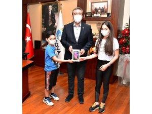 Başkan Çetin'i duygulandıran bağış