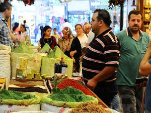 Tarihi çarşıda ramazan hareketliliği