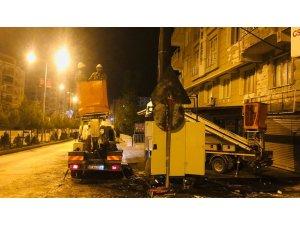 Dicle Elektrikten Silvan'da patlayan trafoda bakım ve yenileme çalışması
