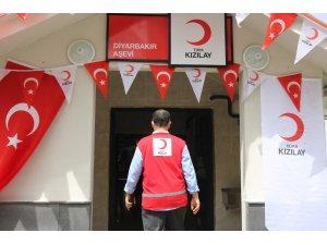 Türk Kızılayı, Diyarbakır'da 10 bin kişiye sıcak yemek sunmak için aşevi kurdu