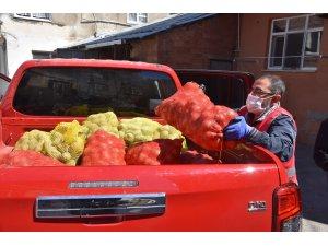 Sinop'ta ihtiyaç sahiplerine patates-soğan dağıtılıyor