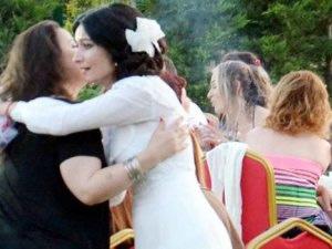 Damatsız düğün yaptı