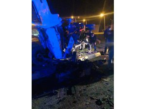 Tatvan'da 2 kamyon çarpıştı: 1 ölü, 2 yaralı