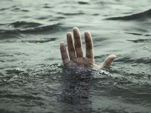 Denize giren 2 genç boğuldu