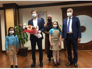 Başkan Hakan Bahadır, koltuğunu çocuklara devretti
