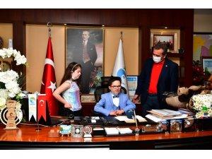 Çetin koltuğunu madalyalı başkanlara bıraktı