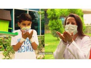 Mersin'de sağlık çalışanları, çocuklarla birlikte 23 Nisan klibi hazırladı
