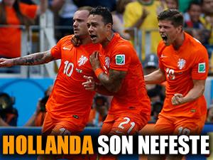 Huntelaar Hollanda'yı sırtladı!