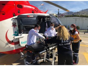 Ambulans helikopter hasta çocuk için havalandı