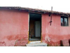 """Bağ evinin kapısını çalan hırsızlara ilginç tepki: """"Çok ihtiyacınız varsa gelin bir kapı da ben hediye edeyim"""""""
