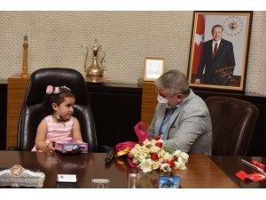 Minik Aymina belediye başkanı oldu
